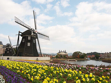 60 minutes to Huis Ten Bosch theme park